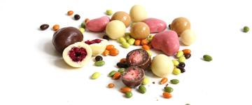 Schokolierte Früchte und Nüsse