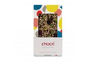 "chocri Zartbitterschokoladentafel ""Beerenstark"" mit Brombeeren und Pistazien in der Verpackung"