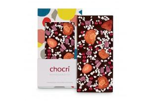 chocri 'Beerenkräfte' Schokoladentafel aus Zartbitterschokolade mit Erdbeeren, Himbeeren und Joghurt augepackt und eingepackt