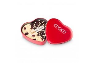 chocri weiße und Zartbitterschokoladentafel in Herzform mit Cranberries und Pinienkerne in einer edlen Metalldose