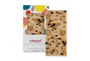 chocri Eiskaffeeschokoladentafel mit Cashewkerne, Karamell und Weizencrisps in der Verpackung und einzelnd davor stehend