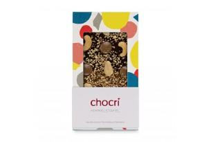 chocri Zartbitter- und Vollmilchschokoladentafel mit Cashewkernen, Karamellschokotropfen, Haselnusskrokant und Goldpulver in der Verpackung