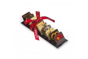 chocri Zartbitter-,Vollmilch und weiße Schokoladentafeln mit verschiedenen, internationalen Zutaten wie Kokos oder Mango in der Verpackung