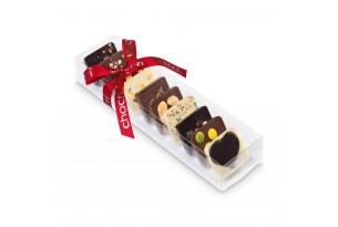 """chocri kleine Weltreise """"süßer Moment"""" aus Zartbitter-,Vollmilch und weiße Schokoladentafeln mit liebevollen Zutaten wie Schokoladenherz in der Verpackung"""