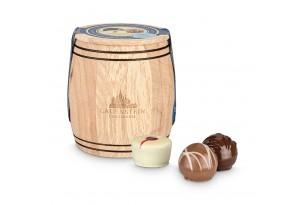 Handgemachte Pralinen und Trüffel ohne Alkohol in einer Holzbox 'Holzfässchen' verpackt