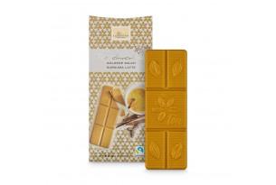 Weiße Schokolade 'Kurkuma Zimt' Tee-Schokolade mit Kurkuma, Zimt und Ingwer - auch goldene Milch genannt, ausgepackt mit nackten Schokolade im Vordergrund