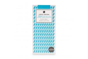 chocri / Love cocoa Zartbitterschokoladentafel mit Meersalz in einer blauen Verpackung
