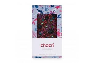 chocri Zartbitterschokoladentafel mit Sauerkirschen, Himbeeren, Glanzperlen und Veilchenbruch in einer Meerjungfrau-Verpackung