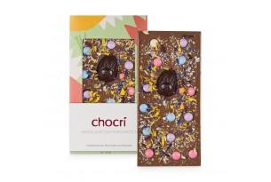 chocri 'Ostergarten' Schokoladentafel aus Reismilch (Vegan) mit Zartbitterschokoladen-Osterei. Blütenmix und vegane Schokolinsen ausgepackt