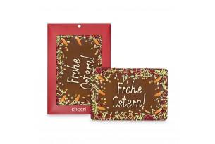 chocri 400g-Vollmilchschokoladentafel mit handgeschriebenem Ostergruß und Oster-Dekor in der Verpackung und einzelnd davorstehend