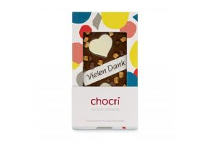 """chocri Vollmilchschokoladentafel """"Süsse Grüsse"""" mit Nougat, Karamell, """"Vielen Dank"""" Schriftzug und Schokoherzen in der Verpackung"""