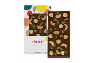 """chocri vegane Schokoladentafel """"Vegolade mit Nüssen"""" mit Cashewkerne, Haselnüsse und Pistazien in der Verpackung und einzelnd davor stehend"""