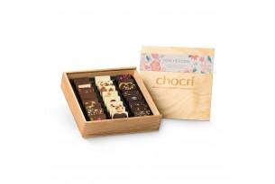 """chocri Schokoladentafeln Mix Weltreise """"von Herzen"""" in offener und edlen Holzbox"""