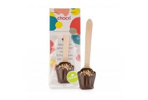 chocri Zartbitter-Trinkschokolade mit Haselnusskrokant und Nougat an einem Holzlöffel in der Verpackung