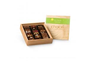 """chocri """"Vegane Weltreise"""" Mini-Schokoladen-Tafeln in Holz-Box ausgepackt"""