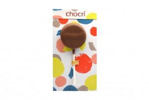 """chocri """"Creamy Peanut"""" Schokoladen-Lolly in Verpackung"""