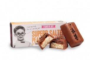 "The Grown Up Chocolate Company ""Superb Salted Peanut Caramel"" Schokoladen-Riegel bei chocri in Verpackung"