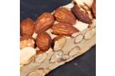 chocri / Carlier Nougatiers Soft-Nougat-Riegel mit Kaffeegeschmack, Haselnüssen und Mandeln Nahaufnahme, Detailansicht