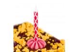 chocri Zartbitterschokoladentafel mit Orangenstücken, Cranberries und Geburtstagskerze Nahaufnahme, Detailansicht