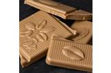 Weiße Schokolade mit schwarzem Tee 'Earl Grey' Tee-Schokolade mit Earl Grey Scharztee im Detailansicht