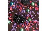 chocri Zartbitterschokoladentafel mit Sauerkirschen, Himbeeren, Glanzperlen und Veilchenbruch Nahaufnahme, Detailansicht