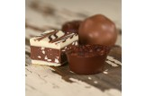 Valrhona 'Petit Delices' Pralinen im Detailansicht