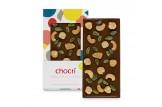 chocri vegane Schokoladentafel 'Vegolade mit Nüssen' mit Cashewkerne, Haselnüsse und Pistazien in der Verpackung und einzelnd davor stehend