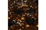 chocri Zartbitterschokoladentafel 'Kirschfeuerwerk' mit Sauerkirschen, Echtgoldpulver und Chilliflocken in der Verpackung