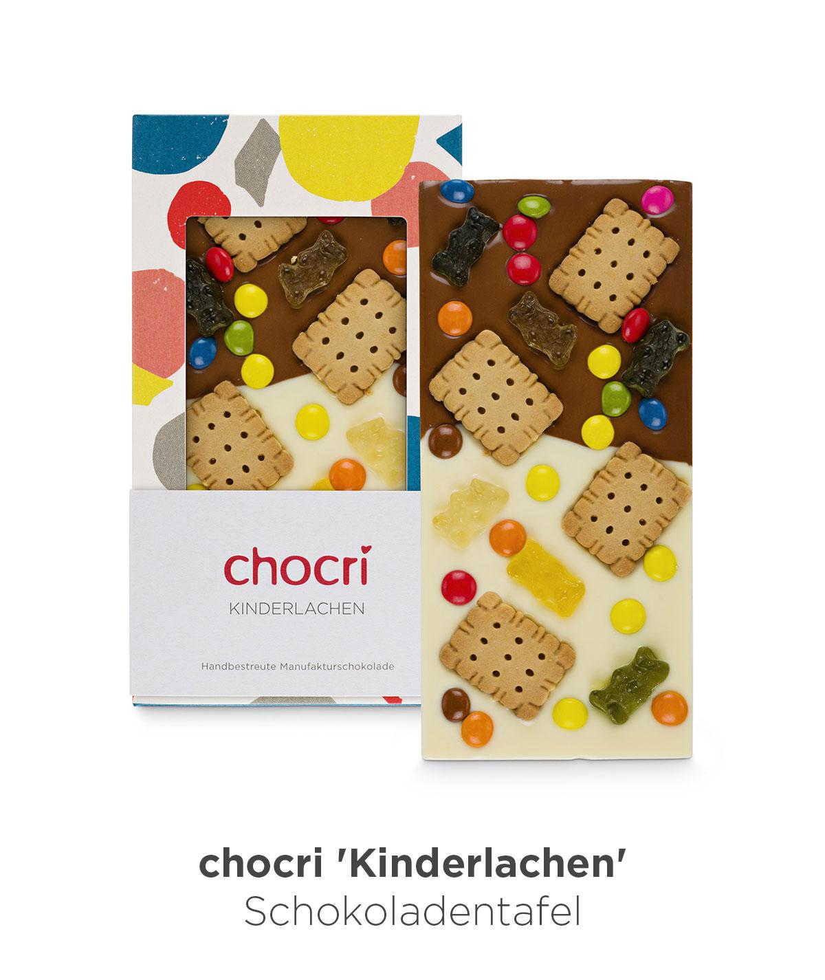 chocri 'Kinderlachen' Weiße Schokoladentafel über Vollmilchschokolade mit Schokolinsen, Butterkekse und Gummibärchen