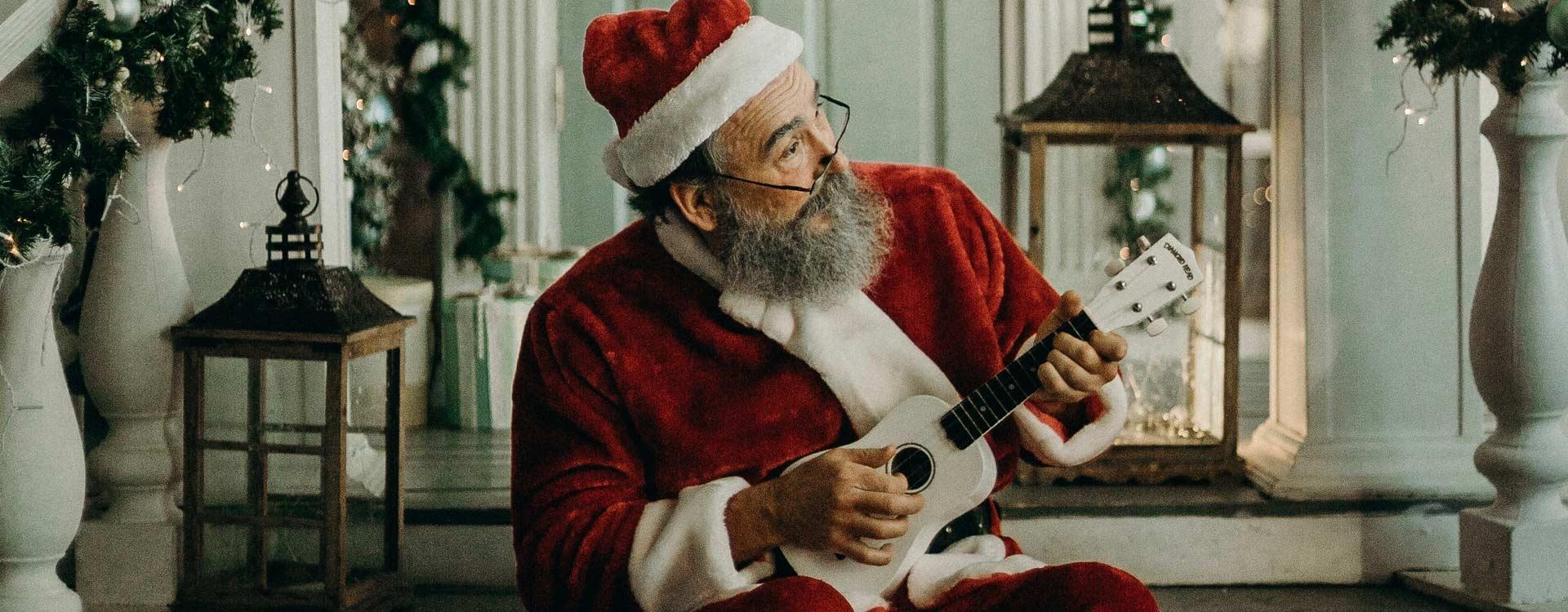 Weihnachtslieder singt sogar der Weihnachtsmann gerne gemeinsam mit den Kindern