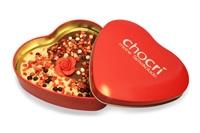 Schöner als mit einer Rose aus Schokolade in einer dekorativen Herzdose aus Metall kann man nicht 'Ich liebe Dich!' sagen