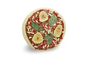Neben individueller Pizza-Schokolade gibt es natürlich auch fertige - hier die Ausführung 'Ciao Bella' belegt mit Banane, Minze, Himbeeren und Raspeln aus weißer Schokolade auf einem Corpus aus weißer und Vollmilch-Schokolade