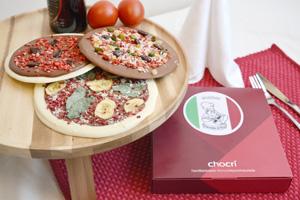 Besser als beim Italiener, weil ganz aus edler Schokolade - die erste individuell belegbare Pizza-Schokolade