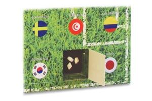 Wenn eine Mannschaft aus dem Turnier weichen muss, darf genascht werden – hier das englische Abschiedstäfelchen aus Zartbitter-Schokolade mit Pfefferminz-Splittern