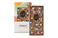 Der Blick hinter die Kulissen einer hübschen Tafelverpackung zu Ostern zeigt: Jede Schokolade von chocri enschließlich der Vegolade ist purer Spaß zum Genießen